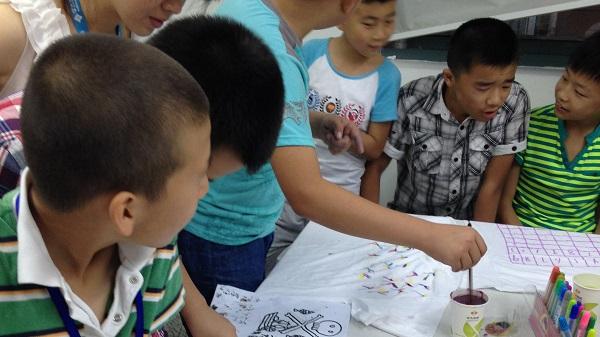 【泰州学大教育】成长学堂之T恤DIY