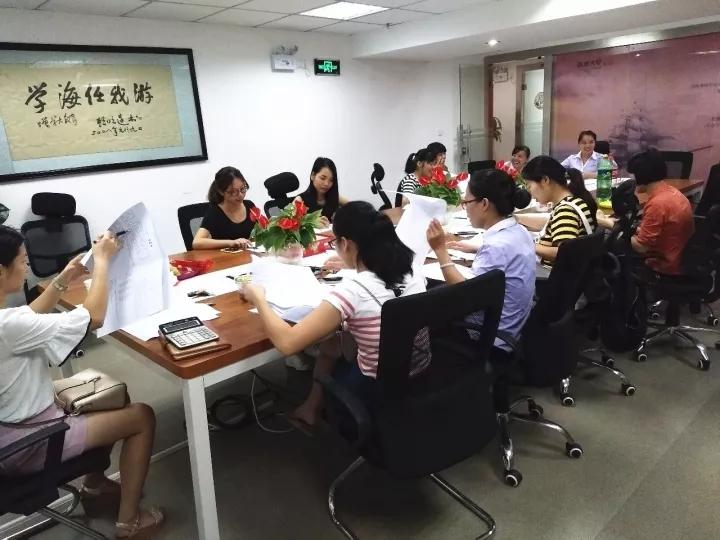 学大教育南宁分公司于9月28-29日举行为期2天的中高考密卷教学研讨会