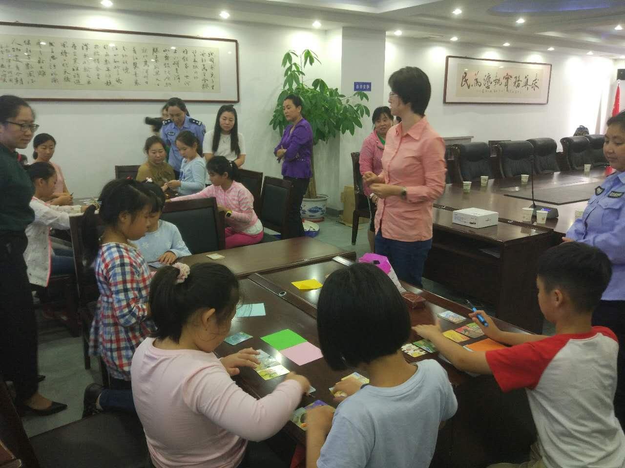 本次活动的宗旨就是指导和帮助家长建立全新的家庭教育观念