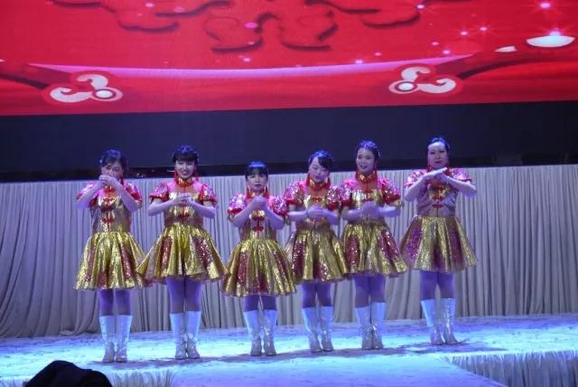 红钢城校区开场舞 表演《好运来》