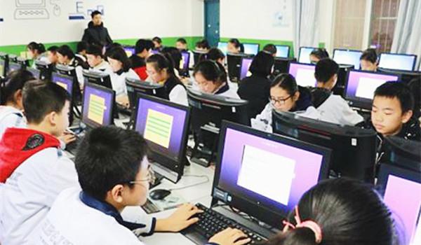★安康市汉滨高中西校区举办学生信息技术技能竞赛活动