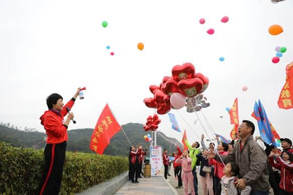 """东莞市教育局圆满举办""""攀高峰绘教育""""集体活动"""