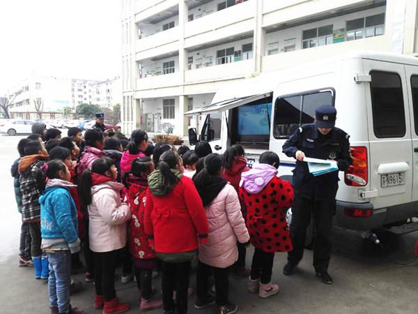 ★宿迁市泗洪交警到学校开展交通安全宣传活动